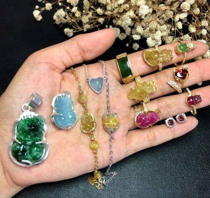 Các sản phẩm mặt dây chuyền, nhẫn vàng kết hợp đá thiên nhiên