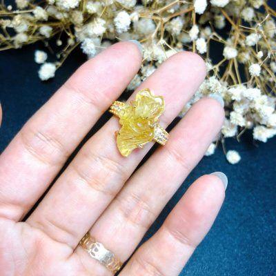 Nhẫn vàng đính hồ ly thạch anh tóc vàng dáng dài