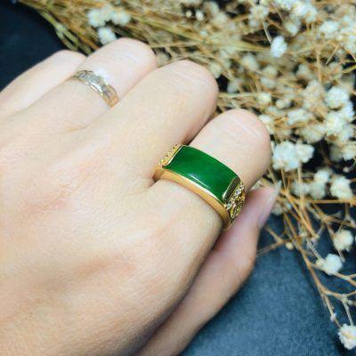 Nhẫn vàng mặt đá ngọc bích